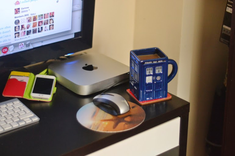 bloggers desk, tardis mug