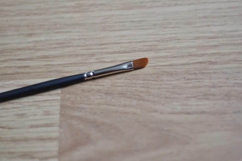 glossybox, emite makeup lip brush