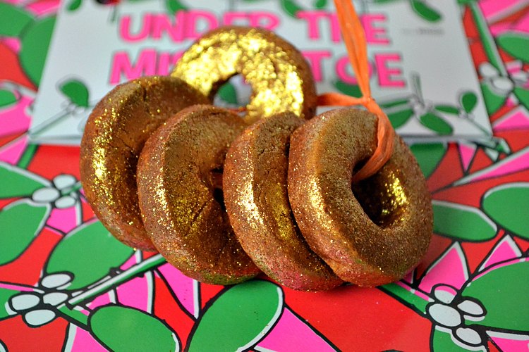 lush under the mistletoe 5 gold rings