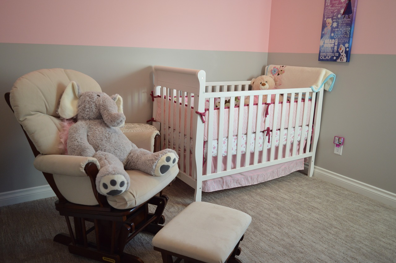 Should Parents-To-Be Decorate The Nursery?