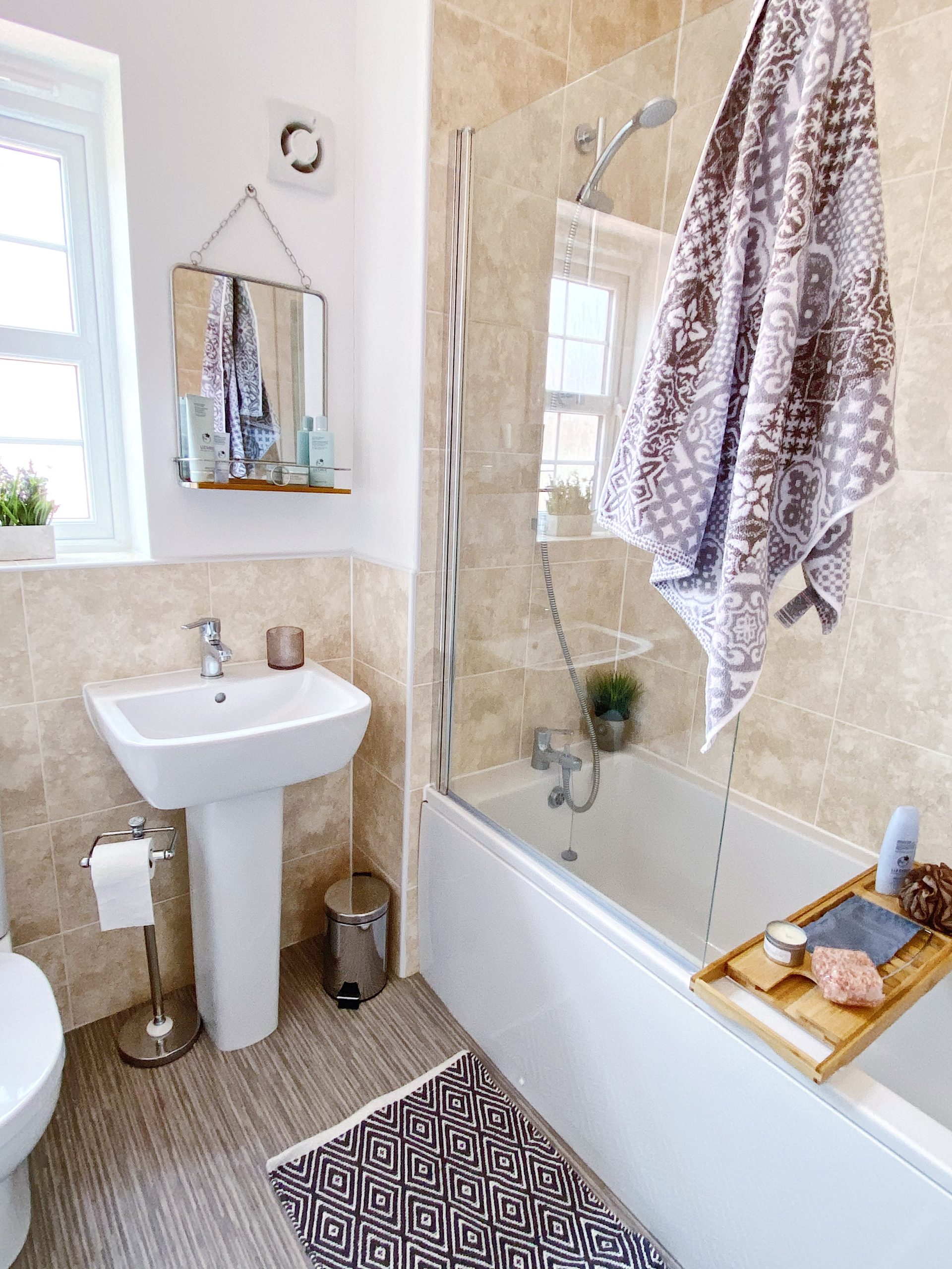 home blogger bathroom decor